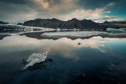 Einsamer Eisbrocken am Skaftafellsjökull